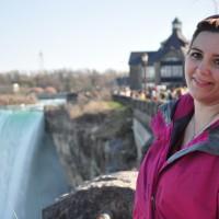 Donna at Niagara Falls